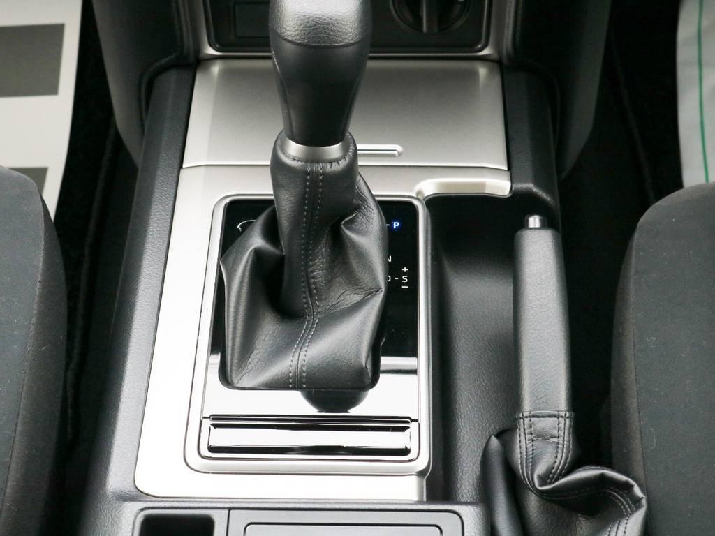 内装はグレーを基調としております♪ | トヨタ ランドクルーザープラド 2.8 TX ディーゼルターボ 4WD