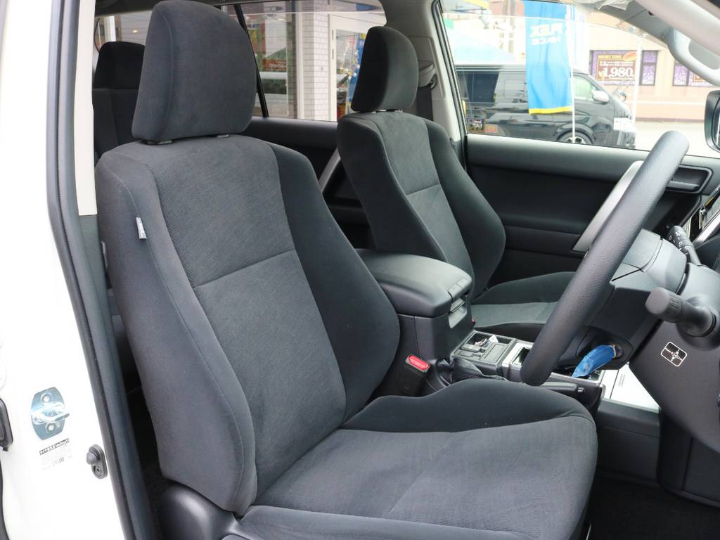 シートもしっかりとしていて長距離運転も楽々です♪ | トヨタ ランドクルーザープラド 2.8 TX ディーゼルターボ 4WD