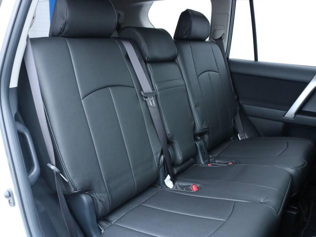広々したセカンドシート!チャイルドシートもシートベルト固定はもちろんのことISOFIXにも対応!