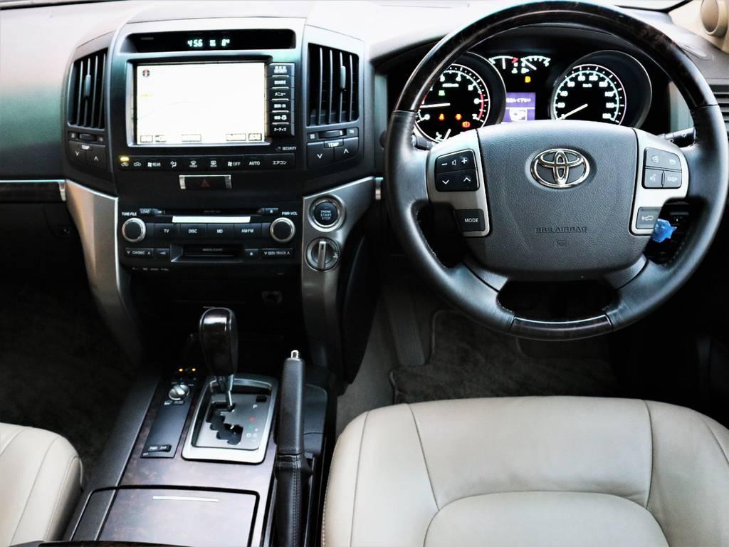 ウッドパネルと本革シートが極上の高級感を演出しています♪ | トヨタ ランドクルーザー200 4.7 AX Gセレクション 4WD