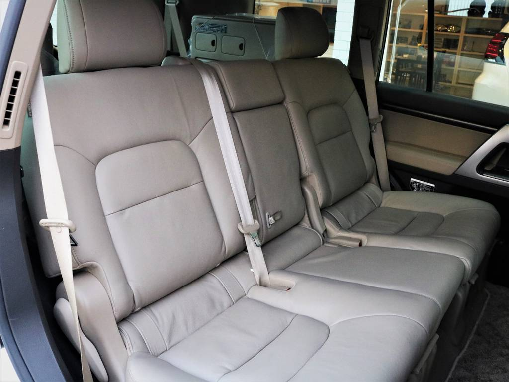 リアシートもこんなに綺麗です☆ | トヨタ ランドクルーザー200 4.7 AX Gセレクション 4WD