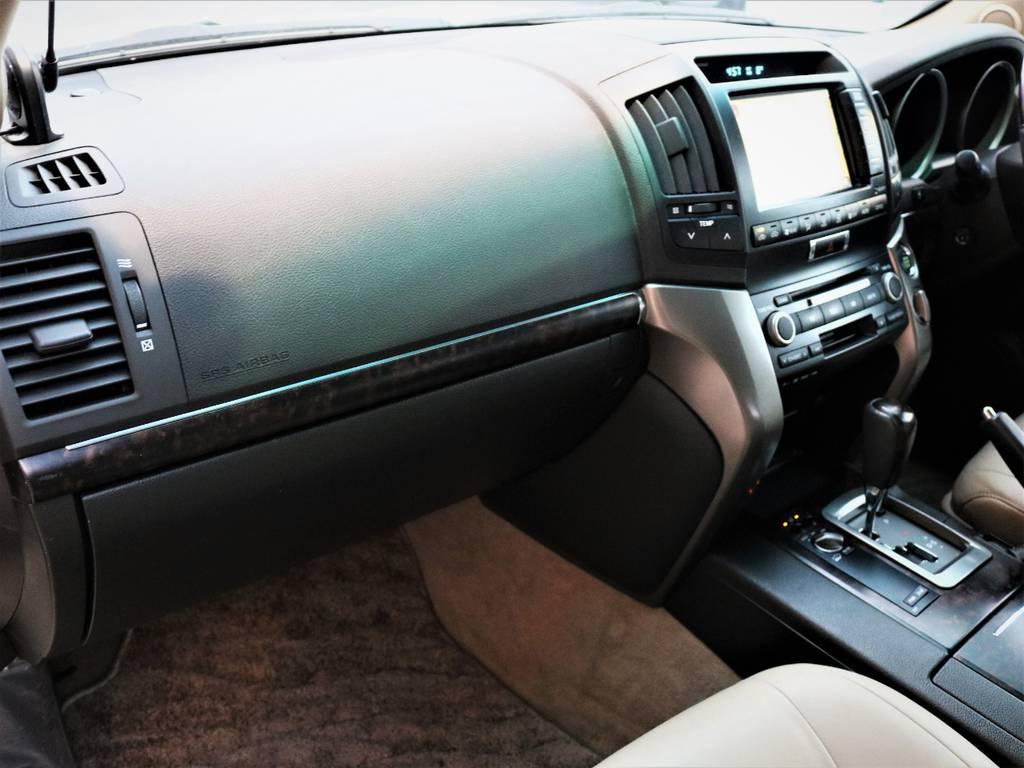 ダッシュボードやグローブボックスもキズ等も無く綺麗な状態です☆ | トヨタ ランドクルーザー200 4.7 AX Gセレクション 4WD