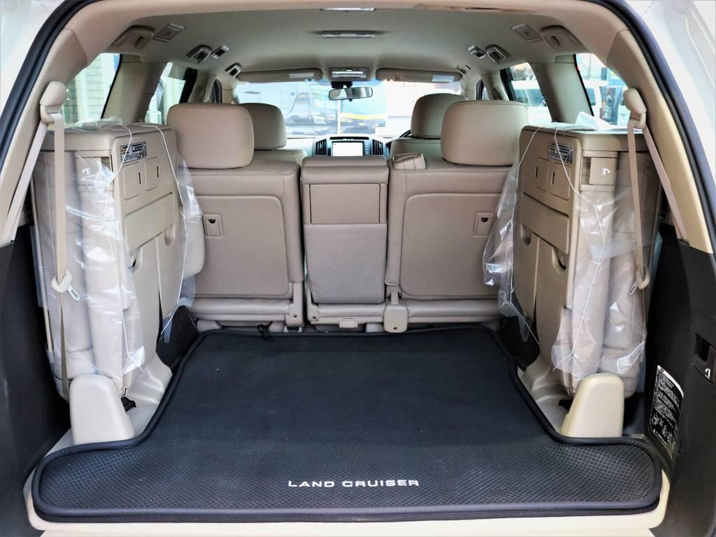 3列目のシートを備えつつ広々としたトランクルームを確保したあります☆ | トヨタ ランドクルーザー200 4.7 AX Gセレクション 4WD