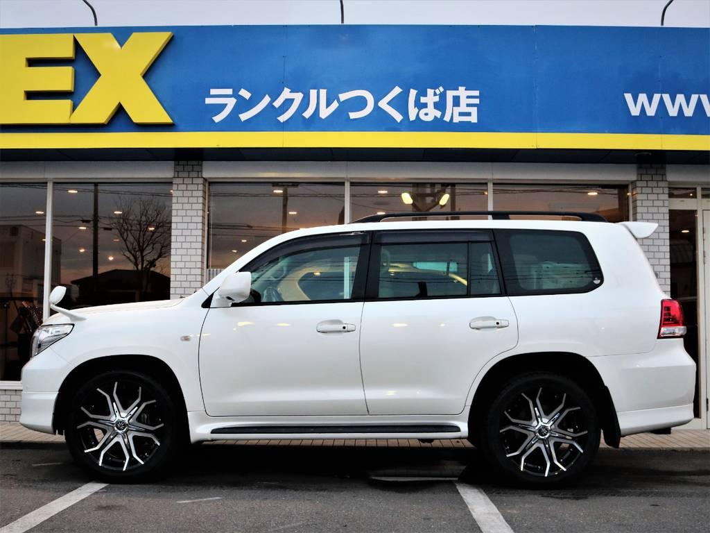 フロントリップスポイラーからリアアンダースポイラーまでのラインが揃っているので統一感があり格好良いですね☆ | トヨタ ランドクルーザー200 4.7 AX Gセレクション 4WD