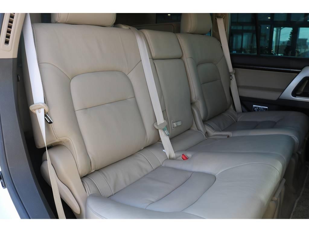 ユトリをもってお座りいただけるセカンドシート! | トヨタ ランドクルーザー200 4.7 AX Gセレクション 4WD