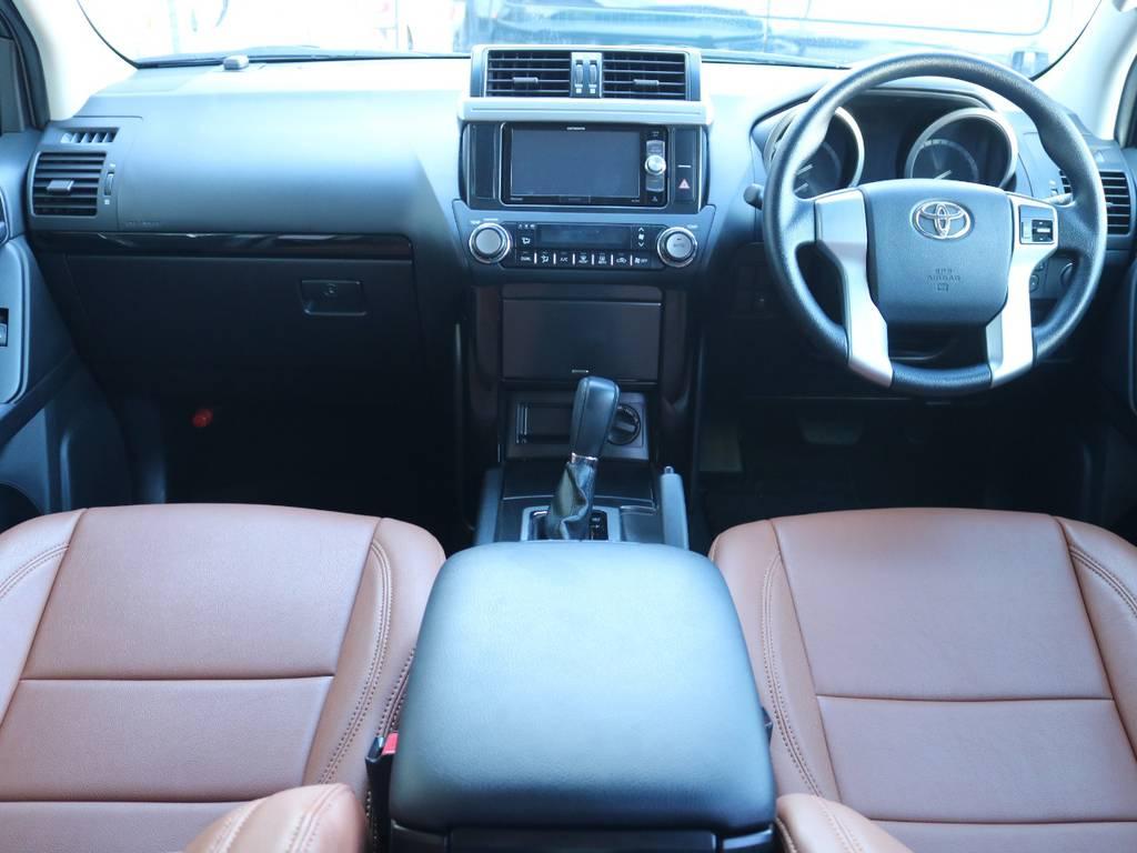 広々したインパネに大きなFガラスで運転視界もグッド!   トヨタ ランドクルーザープラド 2.7 TX 4WD