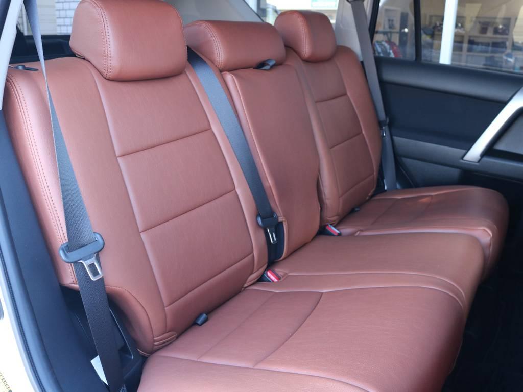 広々したセカンドシート!チャイルドシートもシートベルト固定はもちろんのことISOFIXにも対応!   トヨタ ランドクルーザープラド 2.7 TX 4WD