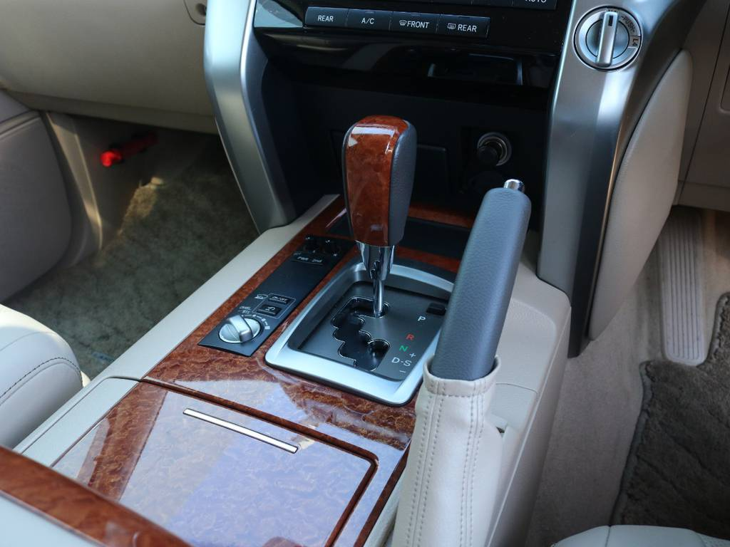 シフトノブの状態も良好です!   トヨタ ランドクルーザー200 4.6 AX Gセレクション 4WD