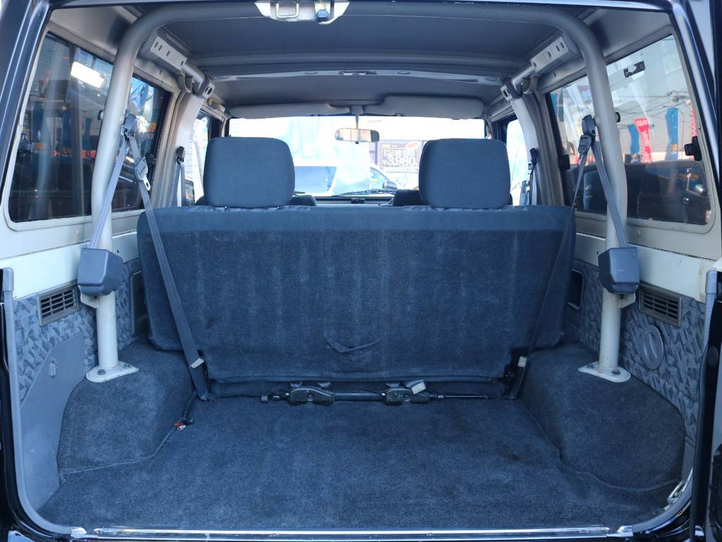 広々したラゲッジルーム!大容量でキャンプ用品なども沢山収容できます! | トヨタ ランドクルーザー70 4.2 ZX FRPトップ ディーゼル 4WD