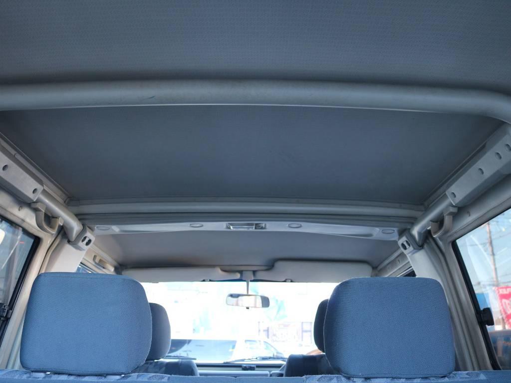 広々した天井!大きな傷も無くグッドコンディション! | トヨタ ランドクルーザー70 4.2 ZX FRPトップ ディーゼル 4WD