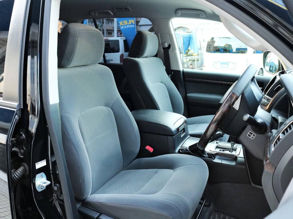 内装も高級感漂う使用になっており乗り心地バツグンです♪   トヨタ ランドクルーザー200 4.6 AX 4WD