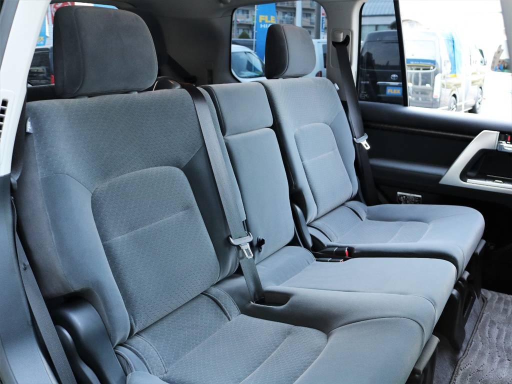 二列目のシートも大変綺麗な状態を保たれております♪   トヨタ ランドクルーザー200 4.6 AX 4WD
