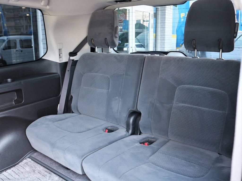 三列目のシートも綺麗な状態です♪   トヨタ ランドクルーザー200 4.6 AX 4WD