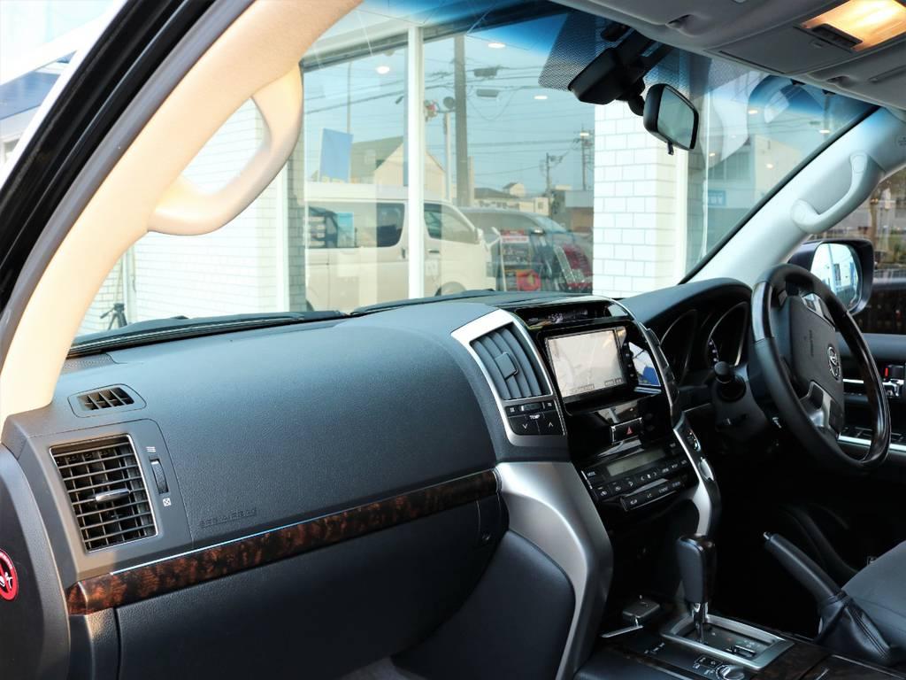 ダッシュボードも新車同様のように綺麗です♪   トヨタ ランドクルーザー200 4.6 AX 4WD
