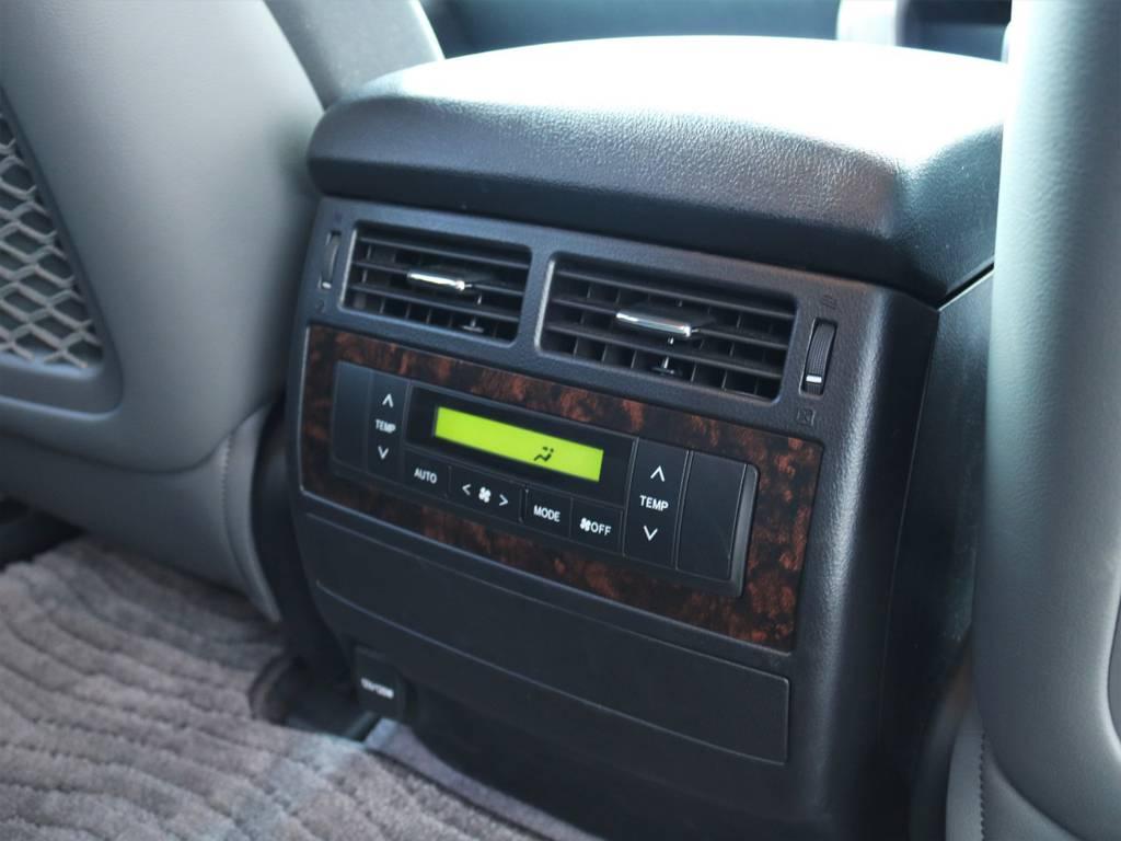 後部座席の足元にもエアコンシステムが御座いますので快適にお過ごし頂けます♪ | トヨタ ランドクルーザー200 4.6 AX 4WD