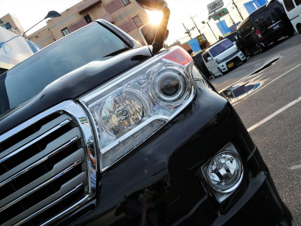 ヘッドライトもくすみなどなくとてもキレイな状態です♪ | トヨタ ランドクルーザー200 4.6 AX 4WD