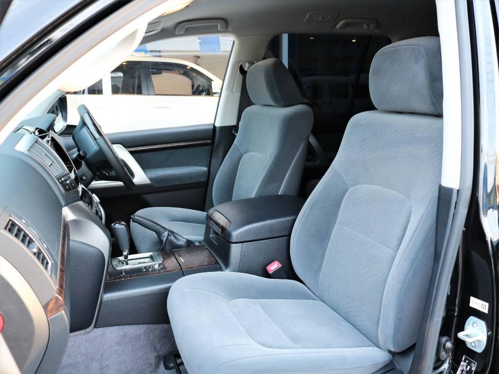 助手席に大切な人を乗せる時もランドクルーザーなら頑丈ですので安心してください♪   トヨタ ランドクルーザー200 4.6 AX 4WD