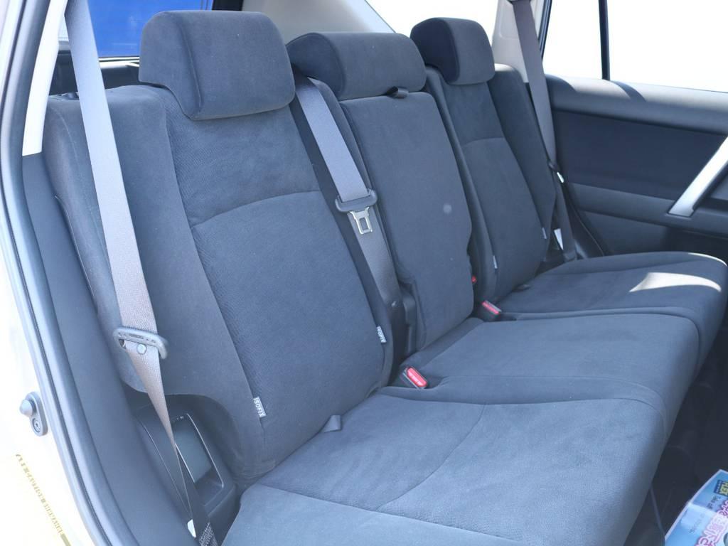 広々したセカンドシート!チャイルドシートもシートベルト固定はもちろんのことISOFIXにも対応! | トヨタ ランドクルーザープラド 2.8 TX ディーゼルターボ 4WD