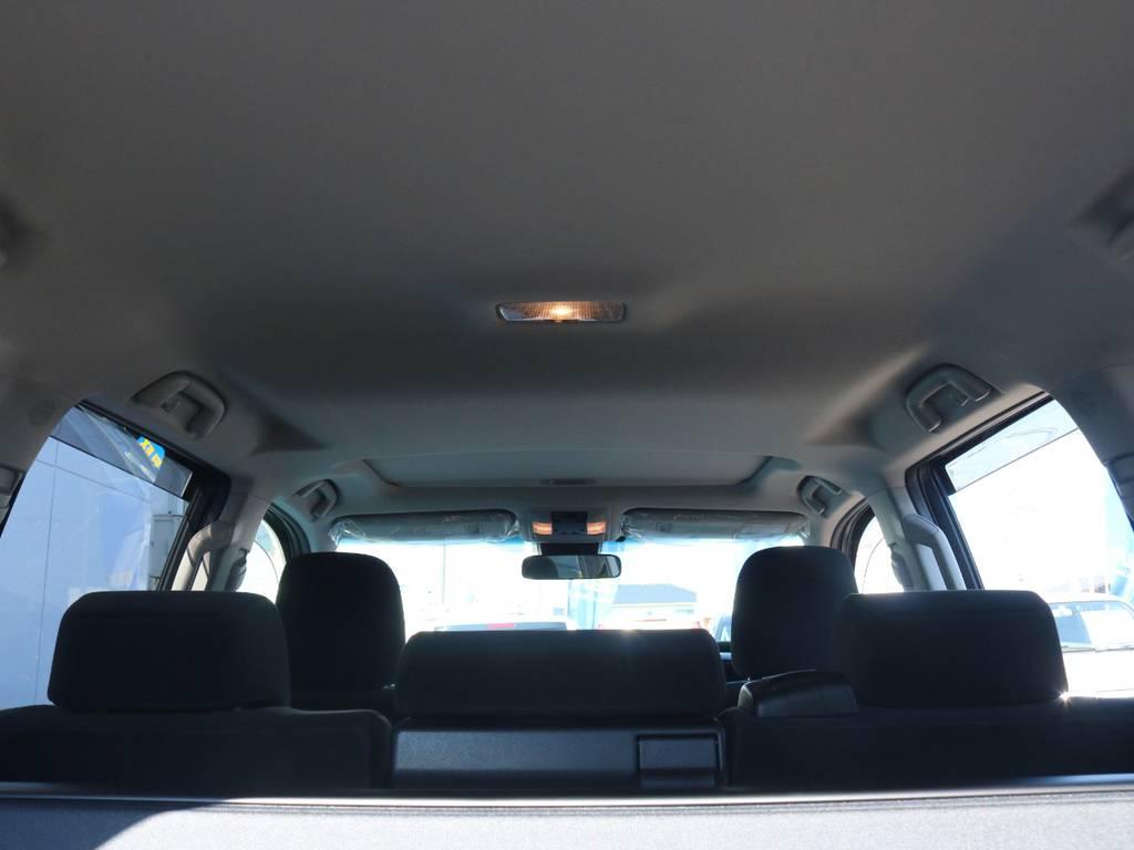 広々した天井!フリップダウンモニターの取り付け事例もございます。 | トヨタ ランドクルーザープラド 2.8 TX ディーゼルターボ 4WD