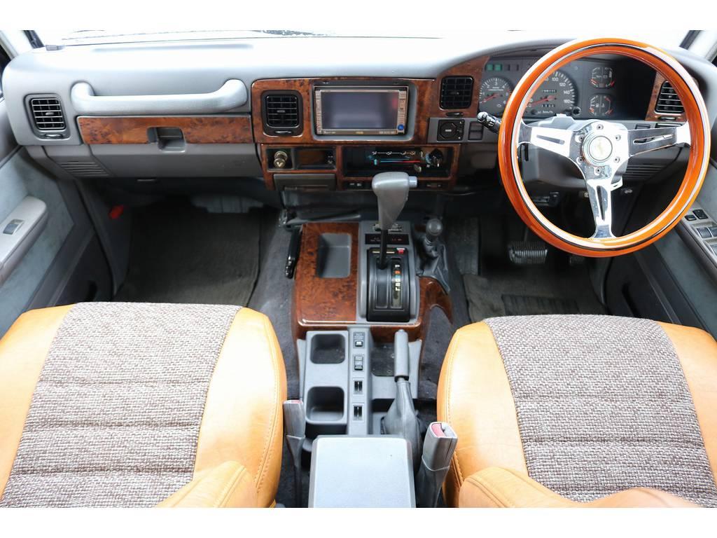 ウッド調にカスタムされたインパネ廻り♪   トヨタ ランドクルーザープラド 3.0 EXワイド ディーゼルターボ 4WD