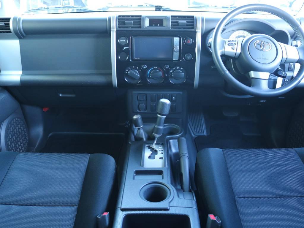 おしゃれなインパネ廻りで人気があるFJクルーザー!ボディカラーと同一色でおしゃれです! | トヨタ FJクルーザー 4.0 ブラックカラーパッケージ 4WD 2インチUP 20インチAW