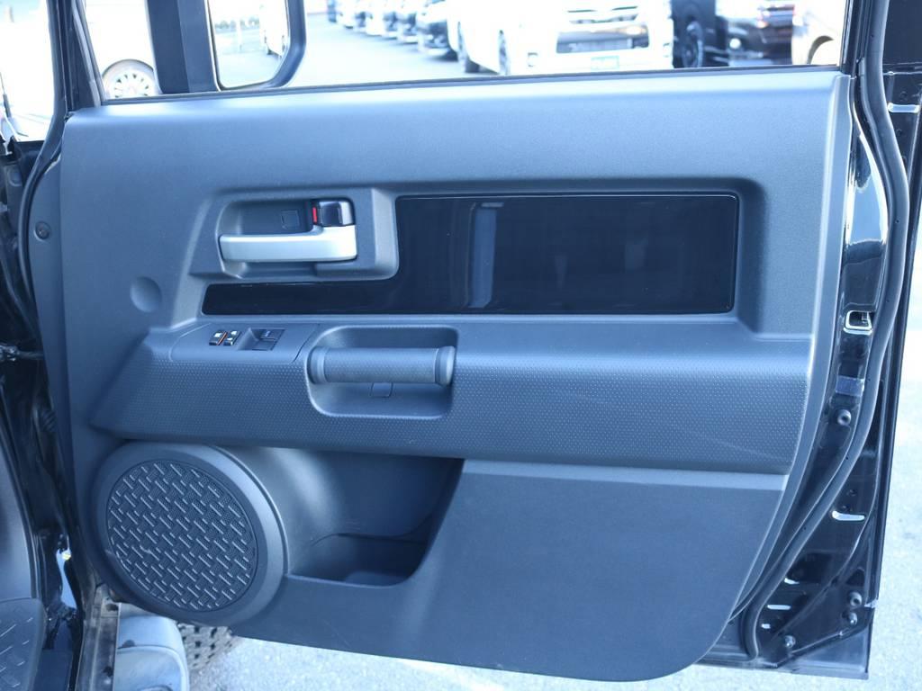 インパネもボディ同色でおしゃれです! | トヨタ FJクルーザー 4.0 ブラックカラーパッケージ 4WD 2インチUP 20インチAW