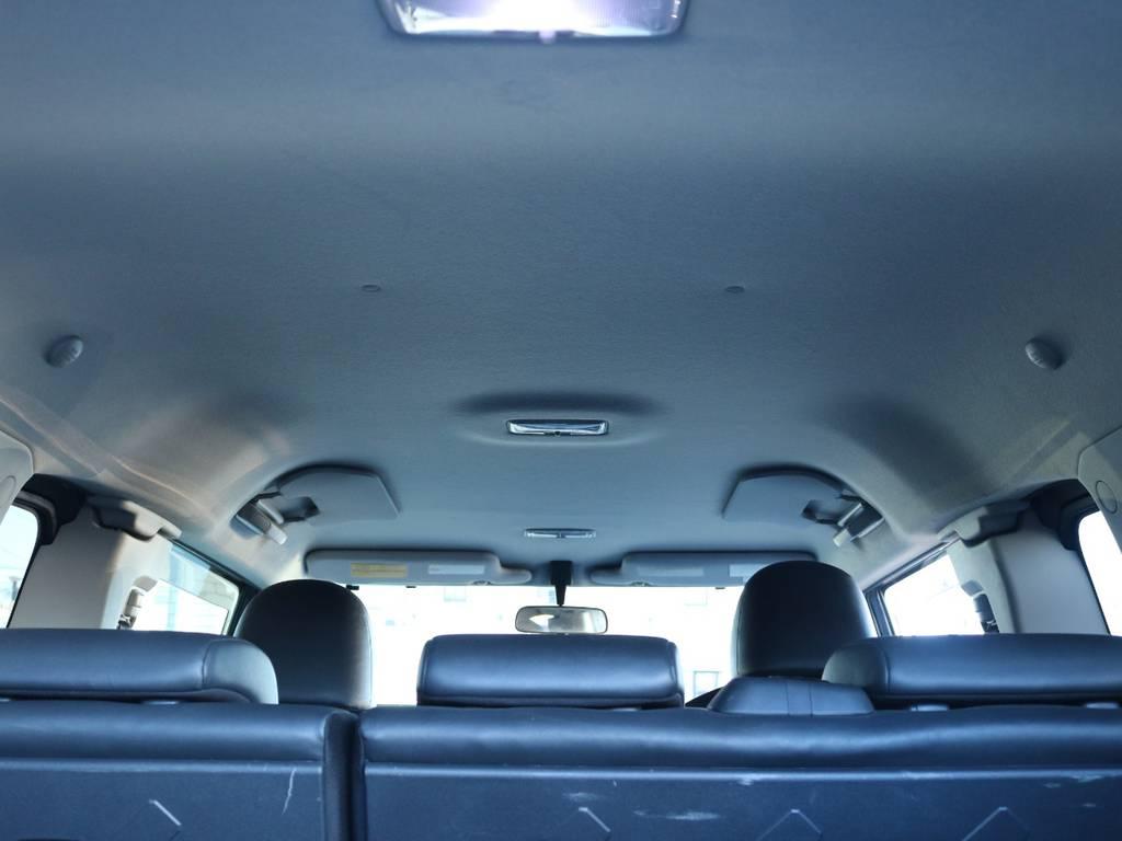 焦げ穴や大きなキズも無く天張りの状態も良好です!フリップダウンモニターの取り付け事例もございます。 | トヨタ FJクルーザー 4.0 ブラックカラーパッケージ 4WD 2インチUP 20インチAW