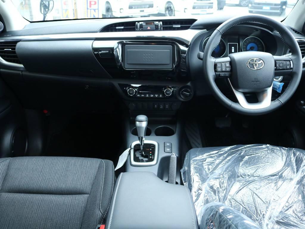 広々したインパネに大きなFガラスで運転視界もグッド! | トヨタ ハイラックス 2.4 Z ディーゼルターボ 4WD Z