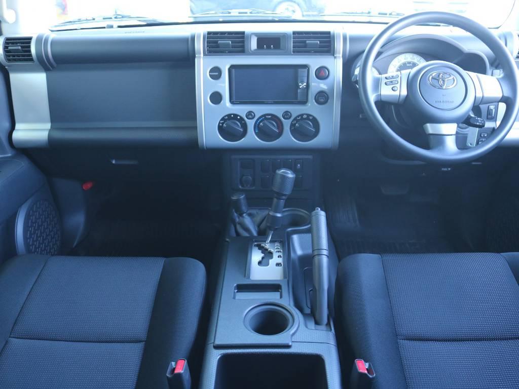 おしゃれなインパネ廻りで人気があるFJクルーザー!ボディカラーと同一色でおしゃれです! | トヨタ FJクルーザー 4.0 オフロードパッケージ 4WD 4.0 オフロードパッケージ 4WD