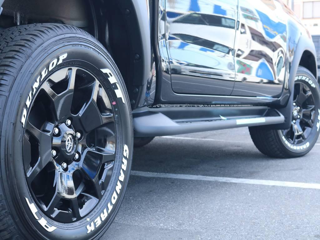 専用18インチAWにホワイトレタータイヤ装着済み! | トヨタ ハイラックス 2.4 Z ブラック ラリー エディション ディーゼルターボ 4WD Z Black Rally Edit