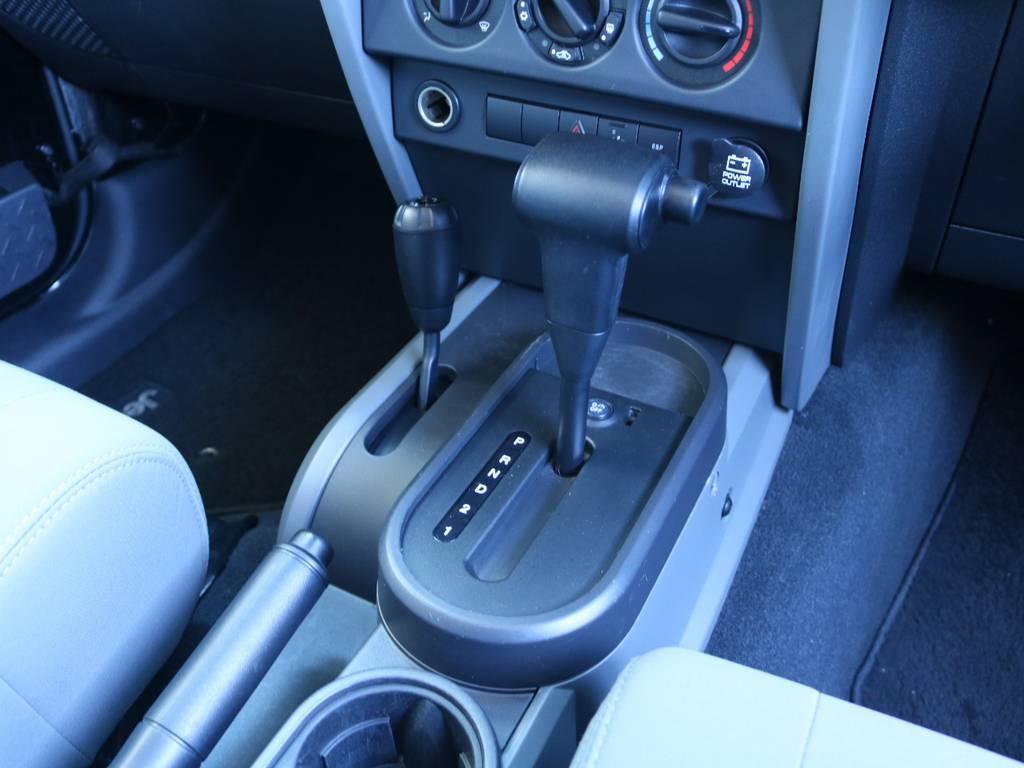 シンプルな内装でカスタムパーツ多数出ております!   ジープ ラングラー アンリミテッド スポーツ 4WD アンリミテッド スポーツ 4WD