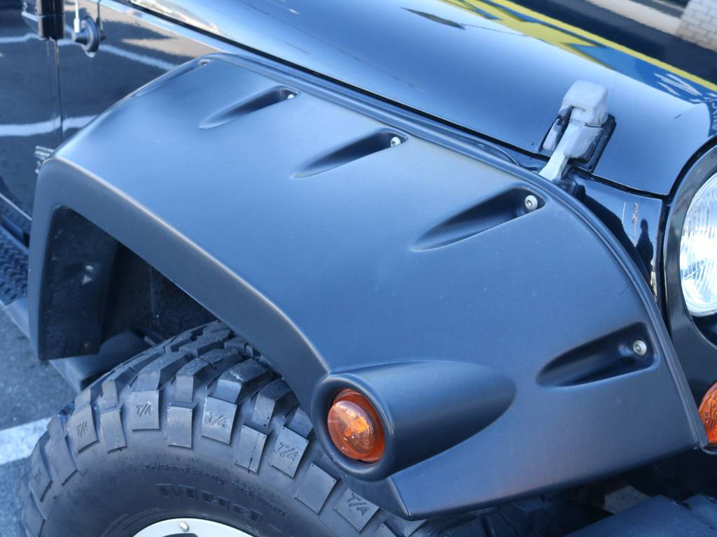 ブッシュワーカーオーバーフェンダーでワイルドなカスタム!   ジープ ラングラー アンリミテッド スポーツ 4WD アンリミテッド スポーツ 4WD