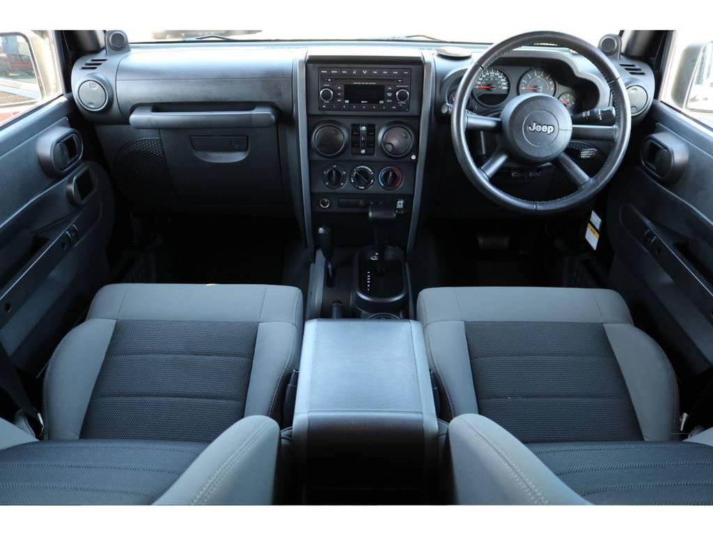 ご覧の通り清潔で綺麗な状態を保ったインテリア! | ジープ ラングラー アンリミテッド スポーツ 4WD アンリミテッド スポーツ 4WD