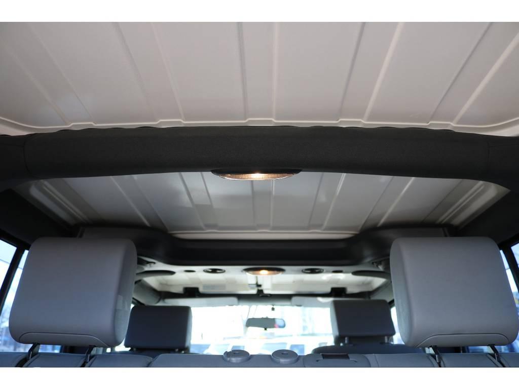 キズ、シミ等無く天井もご覧の通り綺麗な状態です! | ジープ ラングラー アンリミテッド スポーツ 4WD アンリミテッド スポーツ 4WD