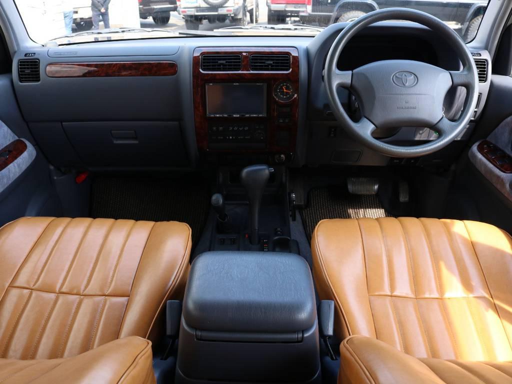 広々したインパネに大きなFガラスで運転視界もグッド! | トヨタ ランドクルーザープラド 2.7 TX リミテッド 4WD ナロー ペッパーホワイト