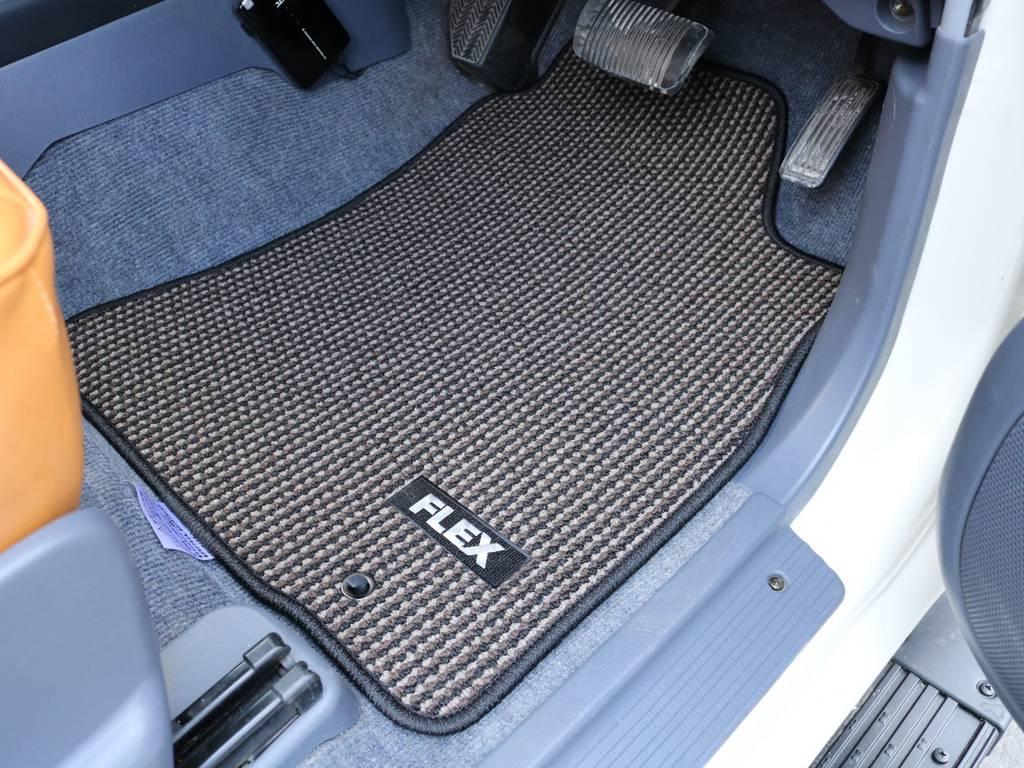 FLEXオリジナルフロアマット付き! | トヨタ ランドクルーザープラド 2.7 TX リミテッド 4WD ナロー ペッパーホワイト