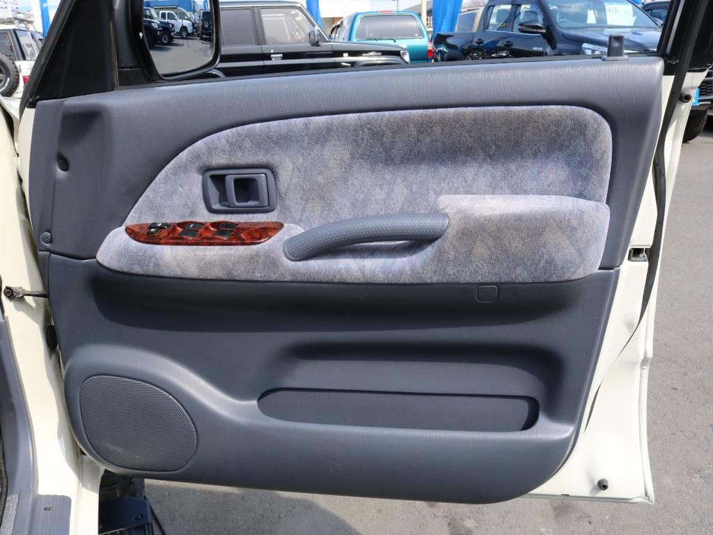 ドアの状態もグッド! | トヨタ ランドクルーザープラド 2.7 TX リミテッド 4WD ナロー ペッパーホワイト