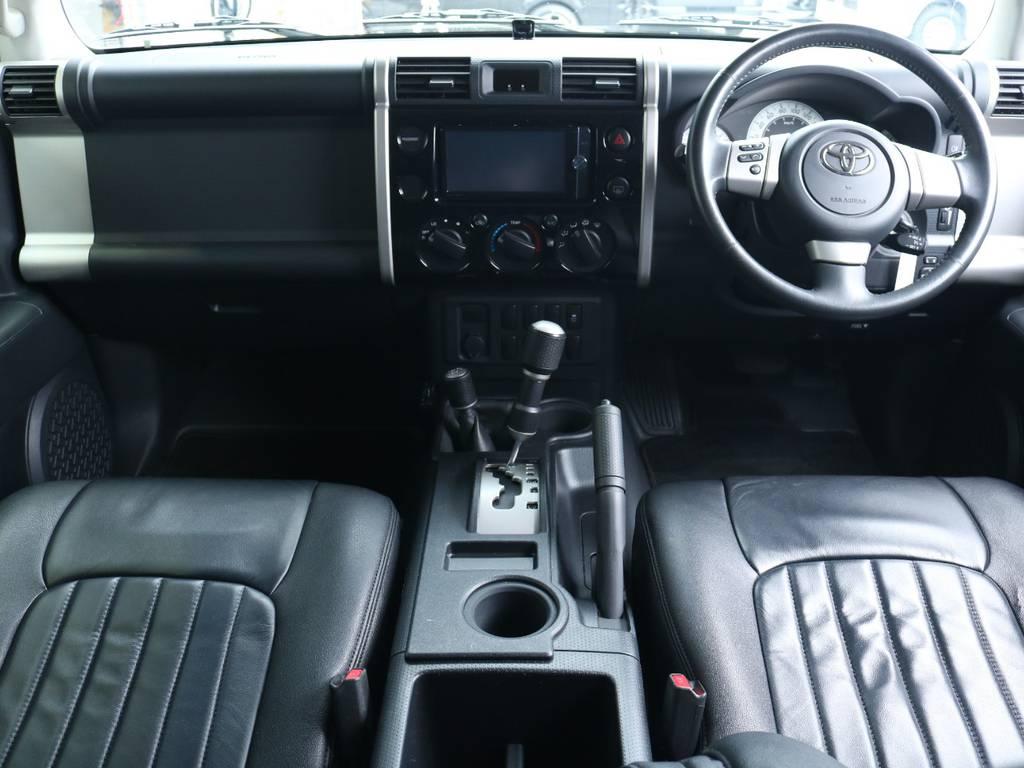 おしゃれなインパネ廻りで人気があるFJクルーザー!ボディカラーと同一色でおしゃれです! | トヨタ FJクルーザー 4.0 ブラックカラーパッケージ 4WD 2UP KM3