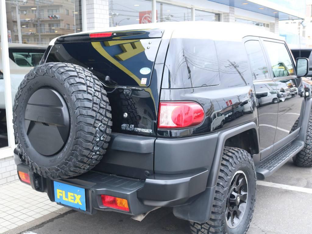 背面タイヤも合わせて交換済み! | トヨタ FJクルーザー 4.0 ブラックカラーパッケージ 4WD 2UP KM3