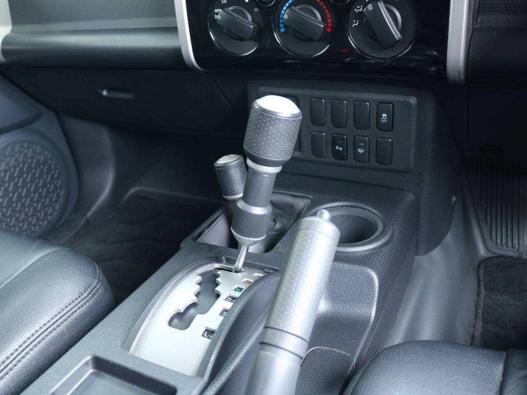 寒冷地仕様付きのFJクルーザーが入庫致しました! | トヨタ FJクルーザー 4.0 ブラックカラーパッケージ 4WD 2UP KM3