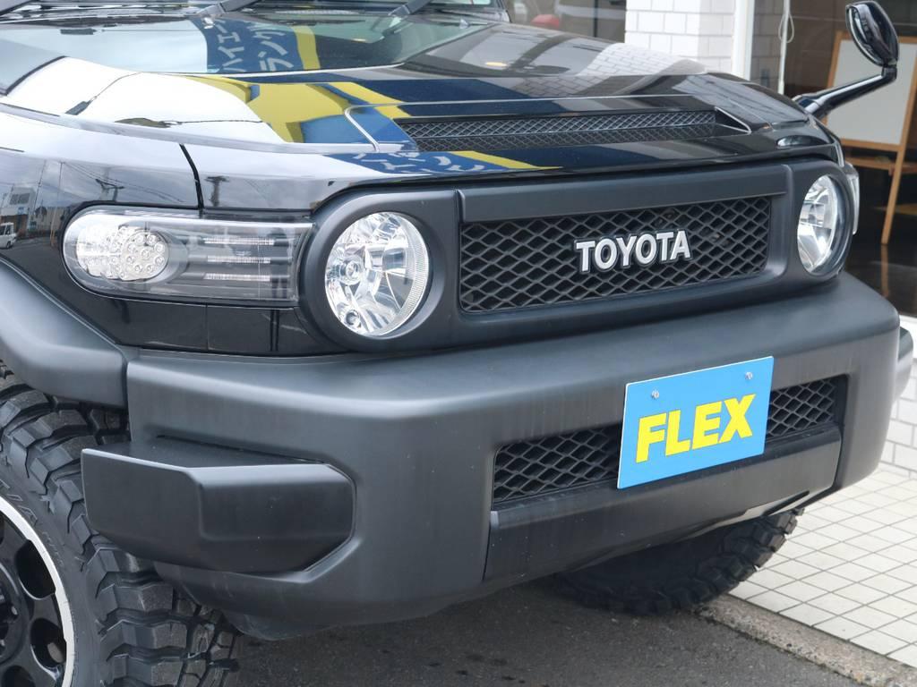黒で統一されたおしゃれなフェイス廻り! | トヨタ FJクルーザー 4.0 ブラックカラーパッケージ 4WD 2UP KM3