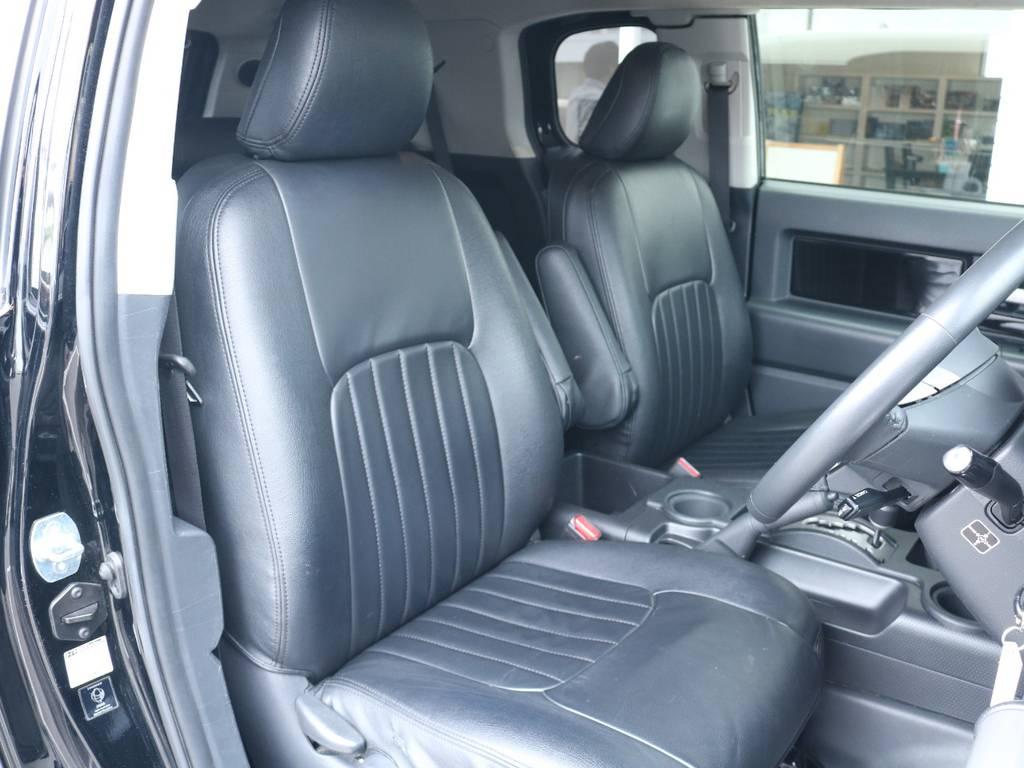 ブラックレザー調シートカバーも装着済み! | トヨタ FJクルーザー 4.0 ブラックカラーパッケージ 4WD 2UP KM3