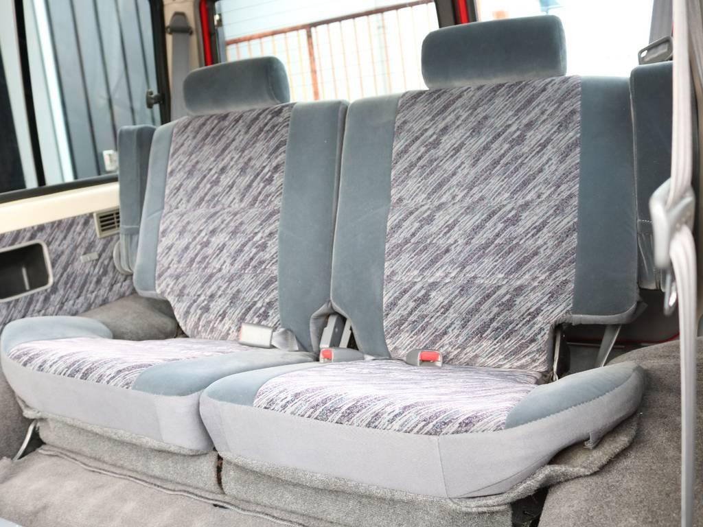 後部座席もくつろげるスペースが御座います☆