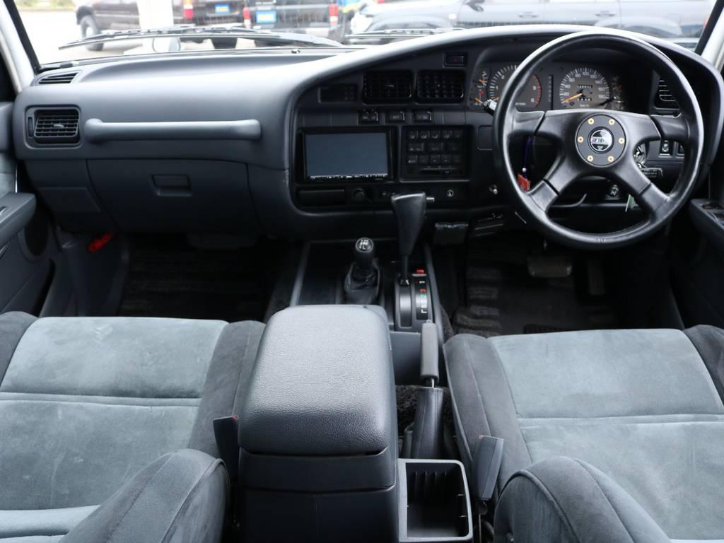 広々したインパネに大きなFガラスで運転視界もグッド! | トヨタ ランドクルーザー80 4.2 VXリミテッド ディーゼル 4WD ワンオーナー