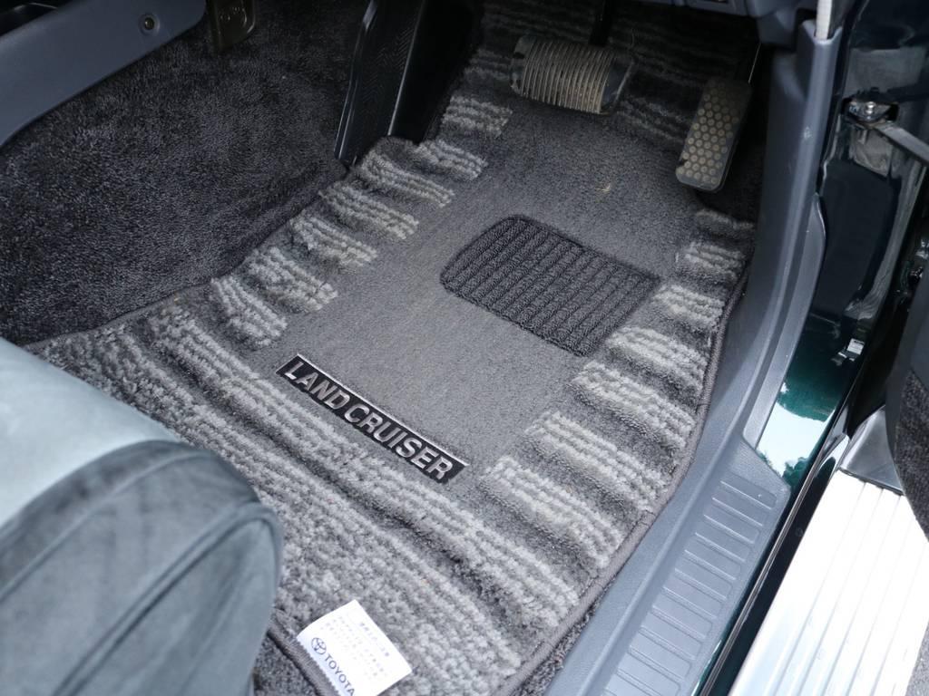 純正フロアマットも綺麗です! | トヨタ ランドクルーザー80 4.2 VXリミテッド ディーゼル 4WD ワンオーナー
