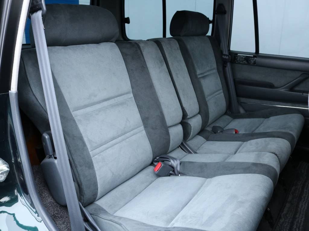 広々したセカンドシート!チャイルドシートも装着可能です! | トヨタ ランドクルーザー80 4.2 VXリミテッド ディーゼル 4WD ワンオーナー
