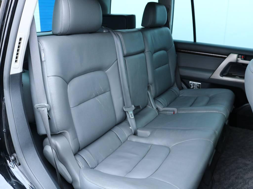 後席も広々お使い頂けます!リアシートヒーターも装備しておりますので冬でも快適!