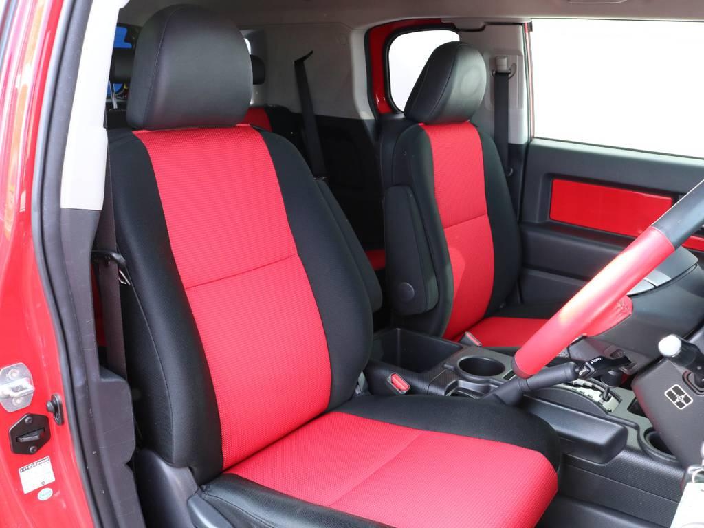 焦げ穴や大きなへたりも無く運転席の状態も良好です。撥水仕様のファブリックシートで水や汚れにも強いので、様々なシーンでお使いいただけます。