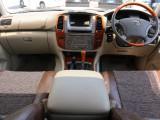 内装はベージュ基調で車両の印象とピッタリ。明るい雰囲気です。