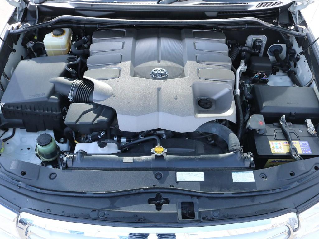 心臓部分はV8・4.6Lガソリンエンジン。排気量からは考えにくいほど静寂性に優れています。
